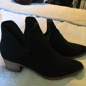 Steven perforated boots